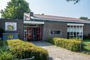 'Ons schoolgebouw ligt er al jaren in miserabele staat bij', schrijft het team van de Kardinaal Alfrinkschool.