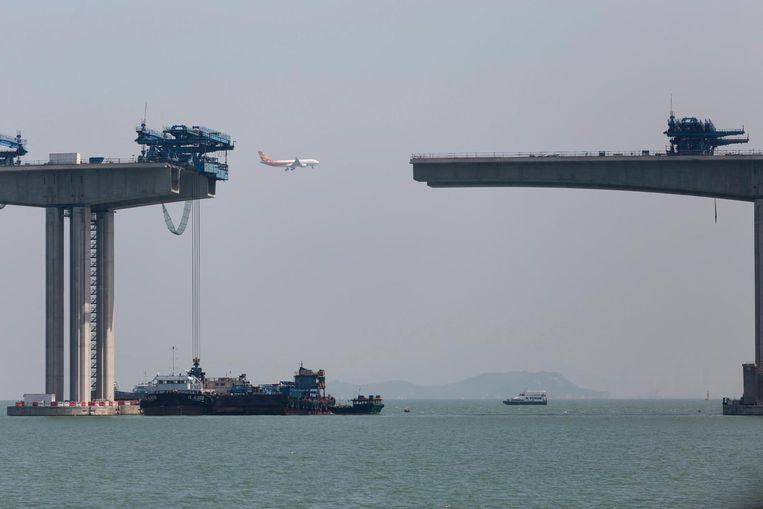 De constructie van de brug tussen Hongkong en Macau. Beeld epa
