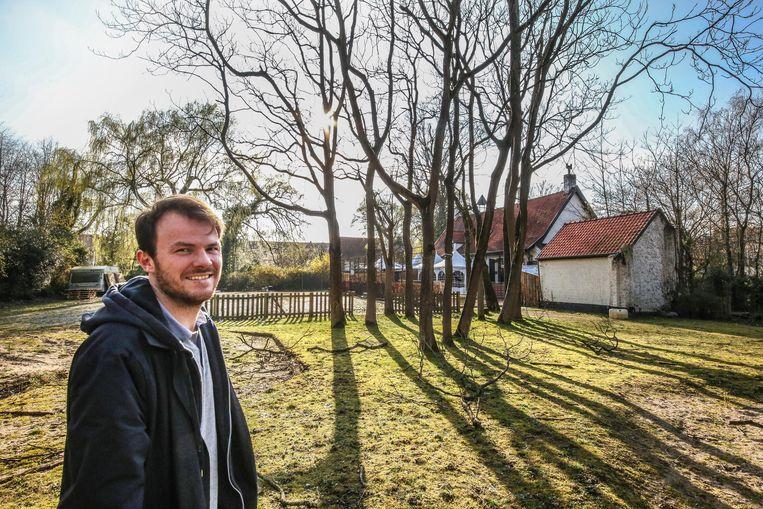 Philip Polfliet, in de prachtige tuin van De Blauwe Hoeve.