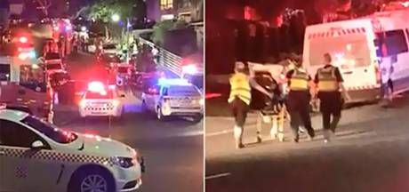 Groepsfoto met meer dan 30 mensen gaat mis: balkon stort in