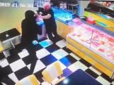 Overvallers schoppen cafetariahouder dubbele oogkasbreuk