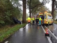 Auto crasht in Ruurlo: bestuurder overgebracht naar ziekenhuis