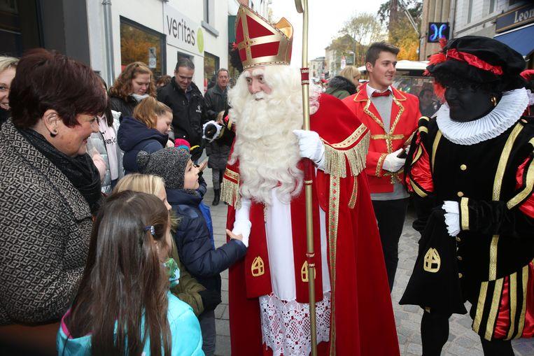 Sinterklaas zal ook dit jaar geholpen worden door zwarte pieten en geen roetpieten.