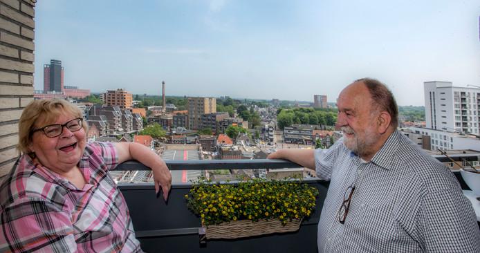 Ton en Nell van Oudheusden en het uitzicht van De Katterug.