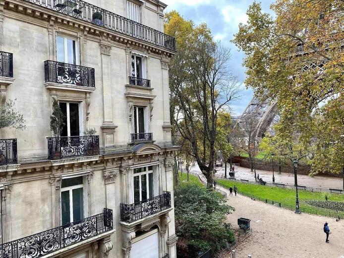 Voor die 945.000 euro woon je wel om de hoek van de Eiffeltoren.