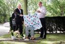 Onthulling van de grafsteen van Robin van Clingendael in Wassenaar.