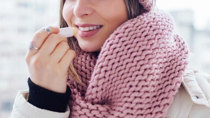 Weldra weer winters droge lippen, maar opgepast! Test-Aankoop waarschuwt voor schadelijke stoffen in lippenbalsem