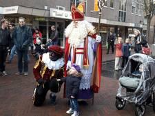 Sint met bewakers door Wijchen