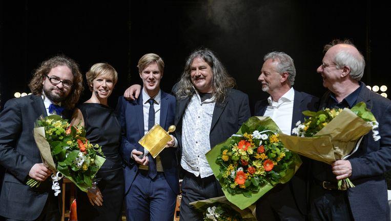 Ilja Leonard Pfeijffer (4e van links) eerder bij de uitreiking van de Gouden Boekenuil.