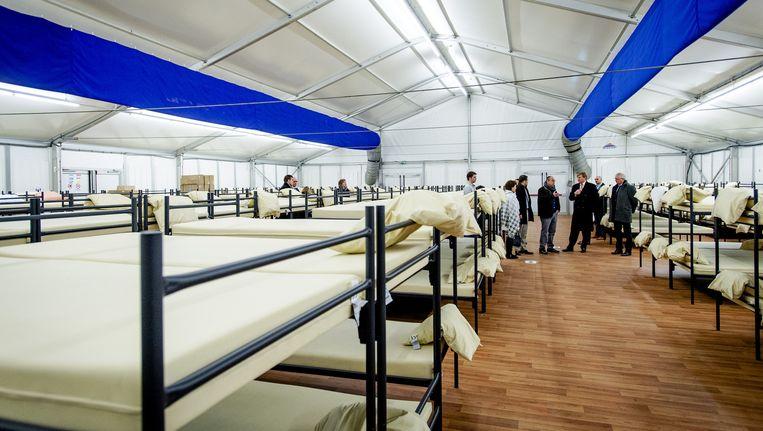 Het asielzoekerscentrum in Ter Apel. De burgemeesters van Heusden en Boxtel pleiten voor kleinschaligere opvang. Beeld anp