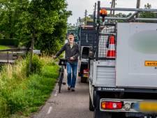 Hard rijden en drukte op deze smalle wegen baart zorgen: 'Mijn zoon heeft al drie keer een kat moeten begraven'