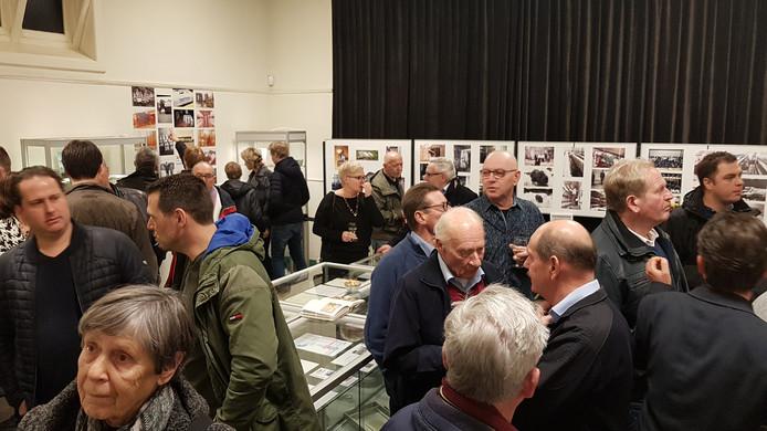 Veel genodigden namen een kijkje in de expositierumte