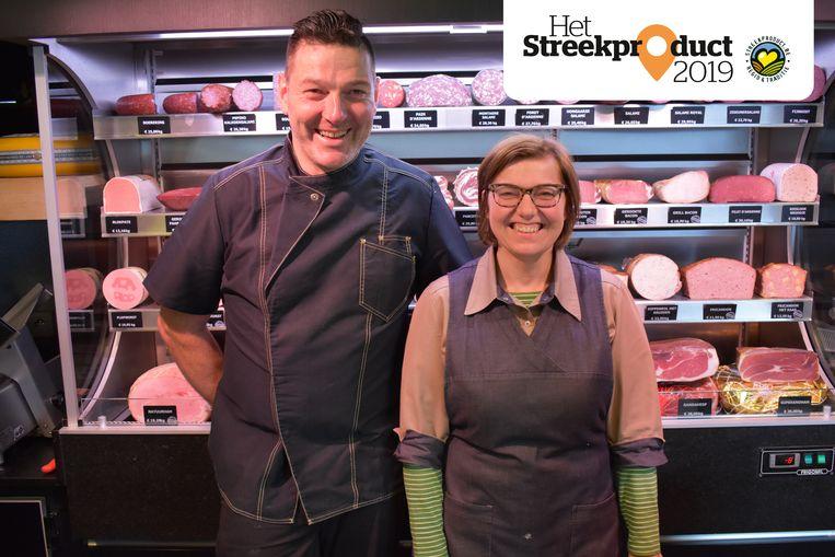 Chris Schepens en zijn vrouw Carina in hun slagerij.