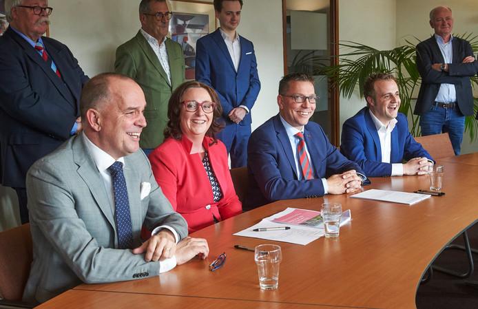 Het nieuwe college met vlnr Maarten Prinssen, Ingrid Verkuijlen, Franco van Lankvelt en Gijs van Heeswijk.