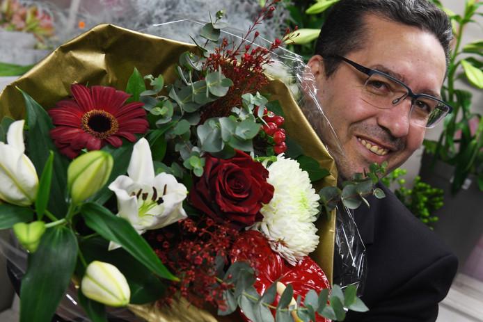 Arfan Karaki gaat bloemen exporteren naar 'landen met de geur van buskruit'.