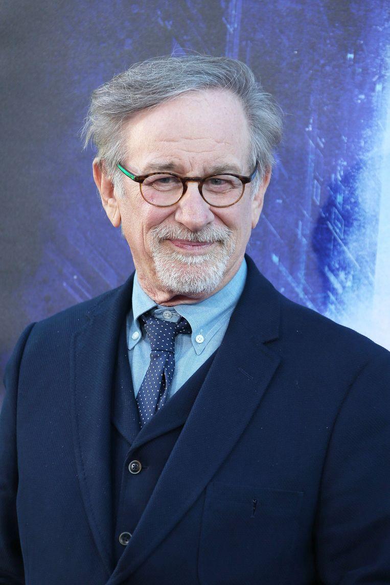 Clinton werkt samen met Amblin Television, het televisieproductiehuis van Steven Spielberg.