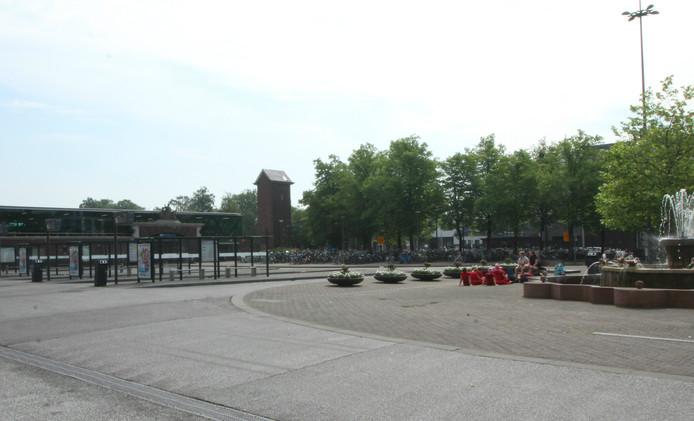 Een verlaten station in Roosendaal, waar enkel wat mensen te vinden zijn die geen bus nodig hebben.
