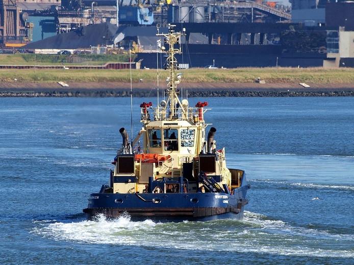 De sleepboot Svitzer Marken bij IJmuiden.