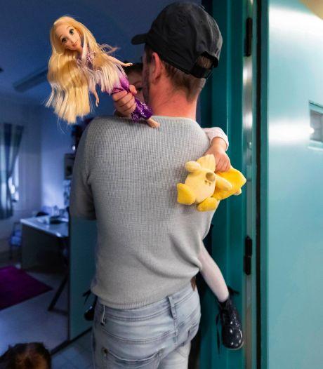 'Kinderen snappen niet dat ze wel naar school mogen maar niet naar papa in de gevangenis'
