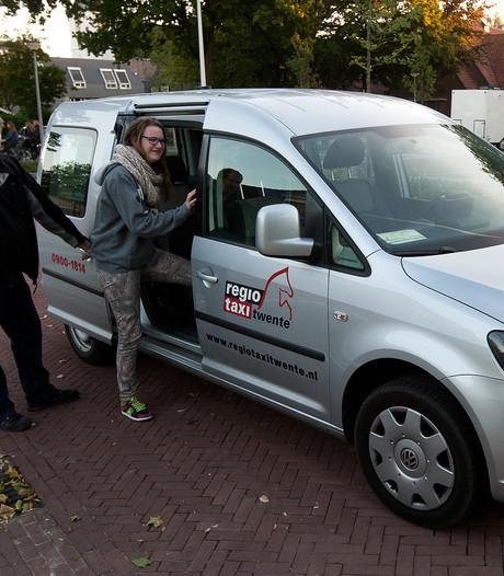 PvdA Enschede wil opheldering over extra kosten Regiotaxi