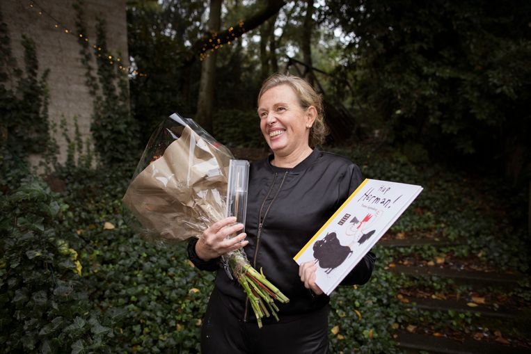 Yvonne Jagtenberg wint de Gouden Penseel voor het best geïllustreerde kinderboek. Beeld Janus van den Eijnden