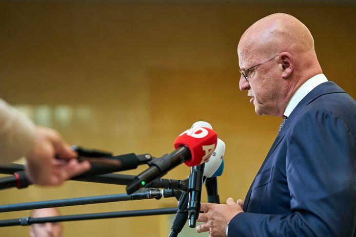 Minister Ferd Grapperhaus (Justitie) staat de pers te woord.