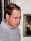 Le prince William aperçu à la sortie de la clinique où son épouse est hospitalisée.