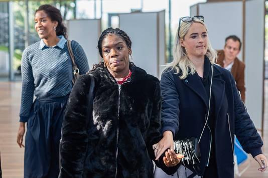 Nederlandse actrice Imanuelle Grives verlaat de rechtbank.