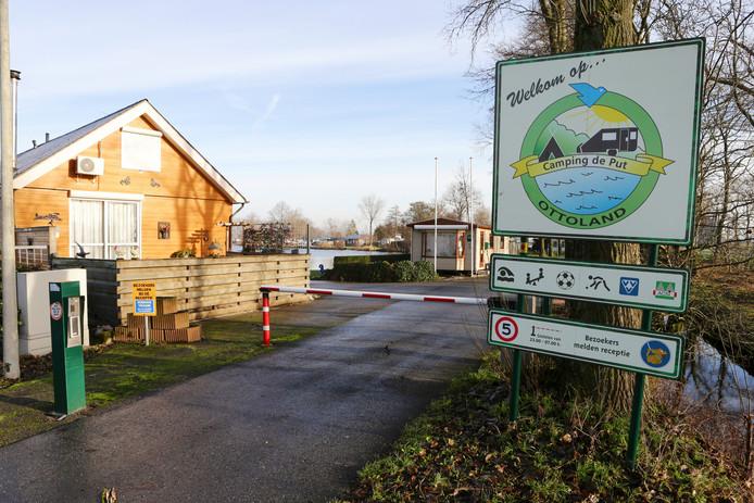 Vaste gasten van camping De Put in Ottoland willen een contract voor onbepaalde tijd.