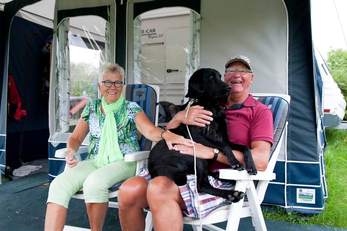 Jan en Boukje van Berkum komen al 5 jaar op de camping in Heino en nemen hun hond Tasco altijd mee. Kinderen en kleinkinderen komen straks ook nog op bezoek.