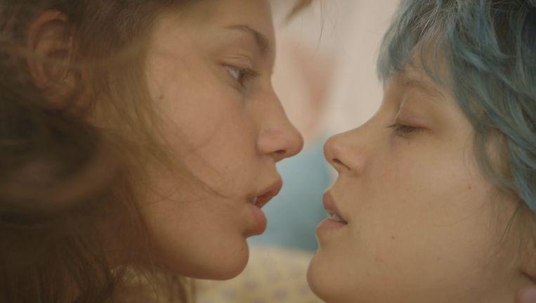 Léa Seydoux en Adèle Exarchopoulos als Emma en Adèle in 'La vie d'Adèle'. Beeld Wild Bunch