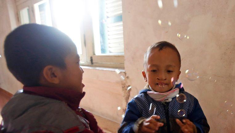 Vrijwilligers helpen onder meer deze kinderen in Vietnam. Beeld REUTERS