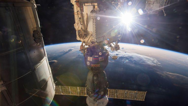 De Sojoez TMA-15M aan het ISS.