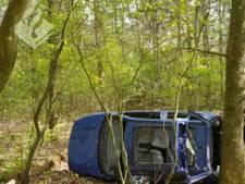 Auto crasht in bos Oldebroek, bestuurder spoorloos