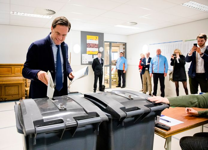Minister-president Mark Rutte brengt zijn stem uit.