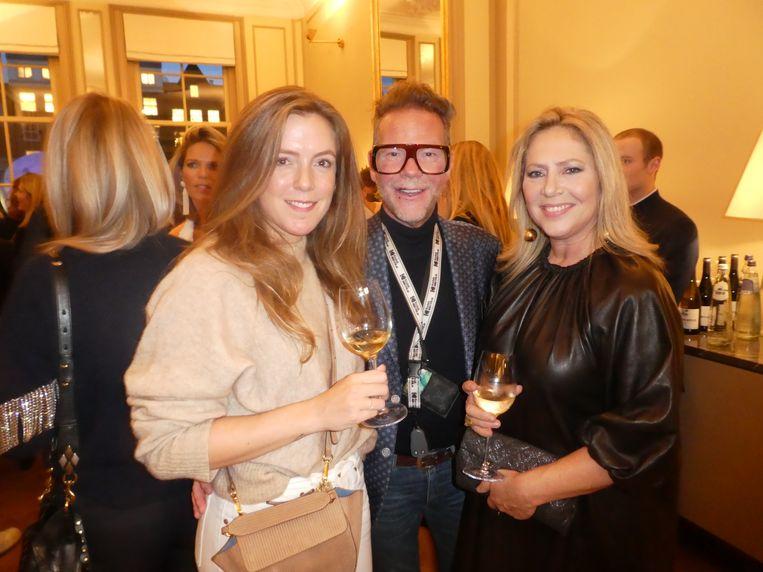 Nieke Mulder (Vogue), stylist Bastiaan van Schaik en Fiona Hering, eindredacteur van de kalender:
