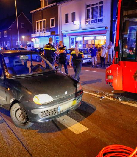 Een gewonde na aanrijding met auto en stadsbus in Eindhoven