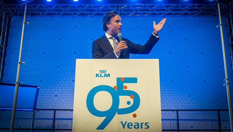 KLM-baas Camiel Eurlings aan het woord tijdens de opening van de KLM Experience op Schiphol-Oost Hangar 11 en 12. Beeld anp