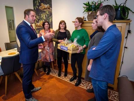 Minister verrast gehandicaptenverzorgers in Vlaardingen
