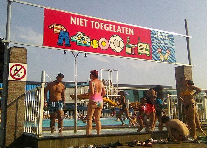 Vlaams Belang protesteert tegen het feit dat zwemshorts en boerkini's getolereerd worden in het openluchtbad.