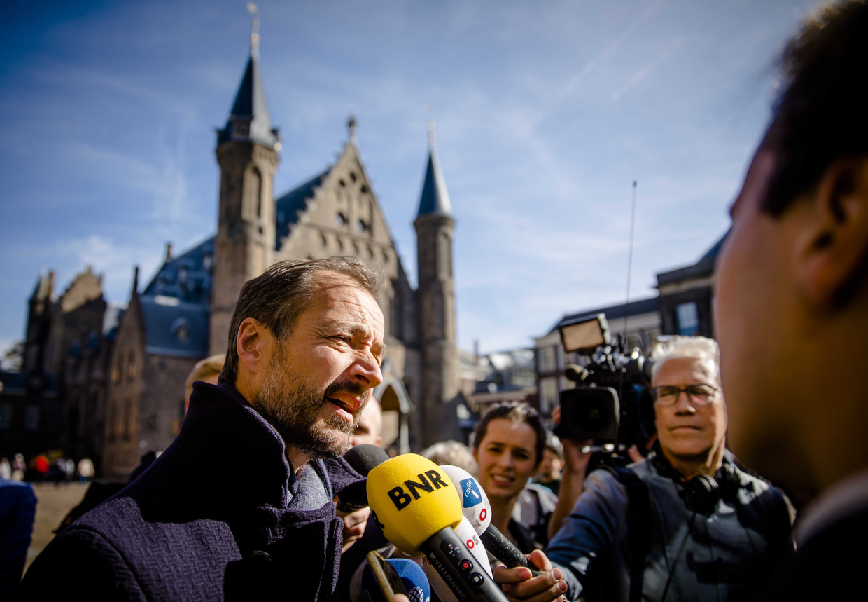 Minister Eric Wiebes (Economische Zaken en Klimaat) reageert op 10 oktober 2018, bij inloop Eerste Kamerdebat, op de uitspraak in hoger beroep in de Urgenda-zaak. De rechter bepaalde dat Nederland meer moet doen om de uitstoot van CO2 tegen te gaan.
