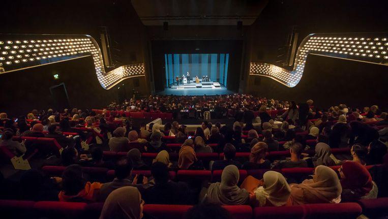 Toen Ma Naar Mars Vertrok trekt een overwegend jong publiek met een migratie-achtergrond Beeld Ruben Snitselaar