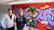 Twee graffiti-kunstenaars kleuren kinderopvang  De Speeldoos met gratis muurschildering