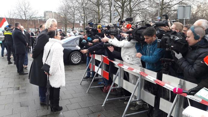 Wilders tijdens de presentatie samen met Géza Hegedüs, de nummer 1 en Marjan Gonsalvez, de nummer twee.