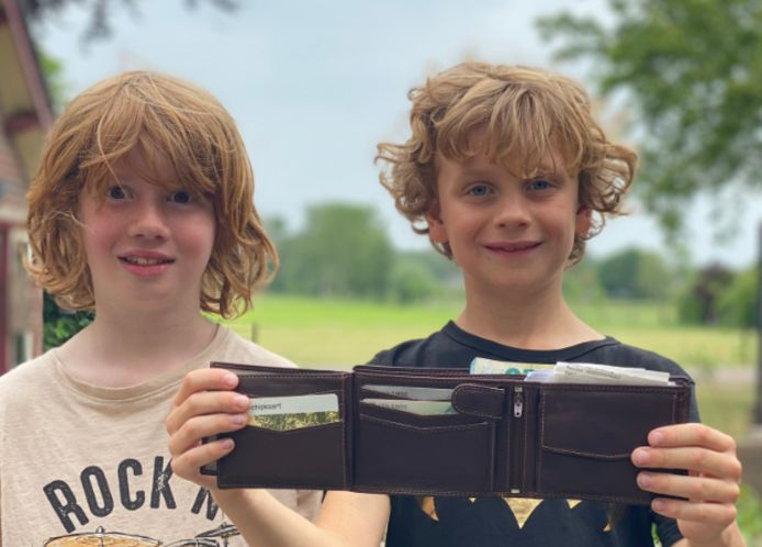 Doetinchemse jongens vinden portemonnee van Brabander tussen het zwerfvuil.