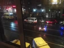 Hevig bloedende man stapt restaurant Rozengracht binnen