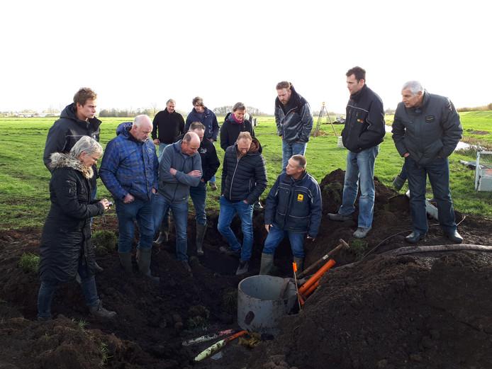 Tien Kockengense melkveehouders willen bodemdaling met onderwaterdrainage aanpakken in de polders van Portengen en Kortrijk.