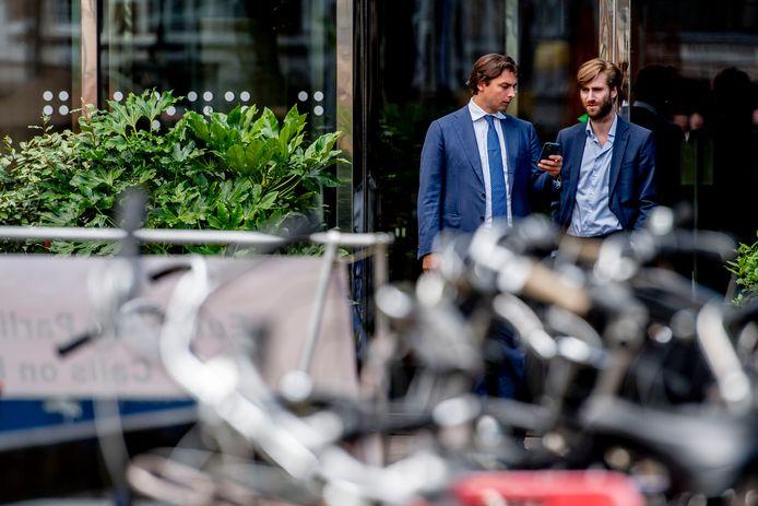 FvD-voorman Thierry Baudet met voorzitter van de jongerenafdeling Freek Jansen.