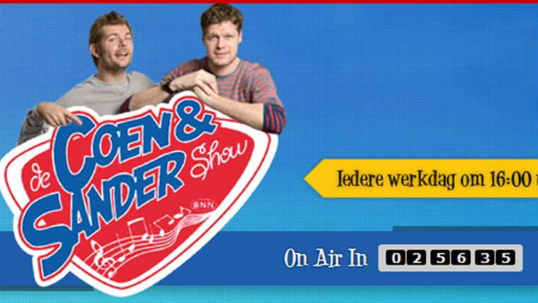 De site van de Coen & Sander Show biedt alleen tussen 16:00 uur en 19:00 uur een stream van 3FM aan. Dat mag niet van de NPO. Het is of de hele dag een stream, of geen stream, stelt de koepelorganisatie van de omroepen. Beeld null