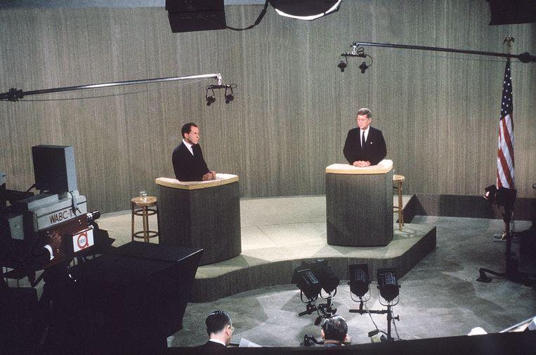 'De jonge onbekende Kennedy deed het veel beter op televisie dan Nixon, de ervaren vicepresident.' Beeld AP